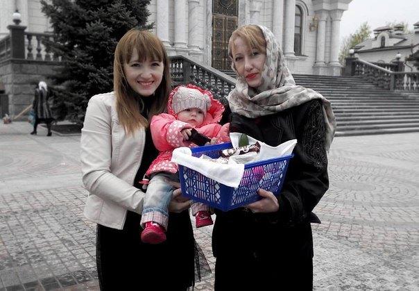 Natalia con su hija Christina y nieta Kira, fallecidas en Gorlovka a causa de los bombardeos