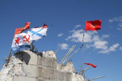 saur mogila flags