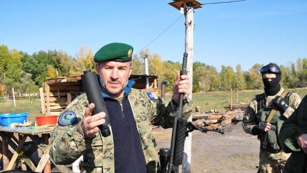 Foto de Simon Kruse. Isa Munayev con miembros de su Batallón en los alrededores de Dnipropretrovsk