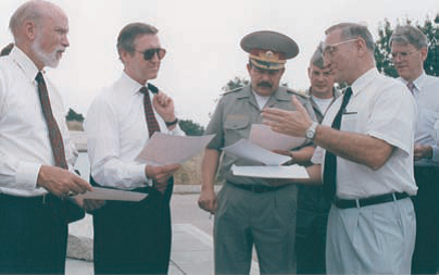 Con William Cohen y el entonces ministro ucraniano de Defensa Kazmrk, Julio de 1999