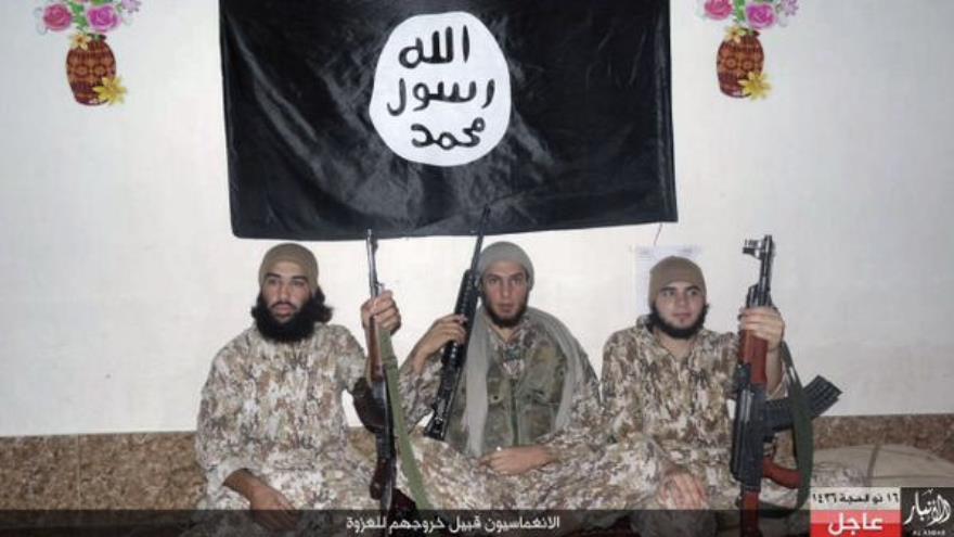 Fotos difundidas por el ISIS del grupo de Alangmasien (unidades de fuerzas especiales suicidas) que atacó en Ramadi