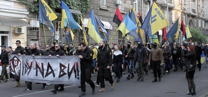 Nacionalistas ucranianos en la manifestación en Odessa