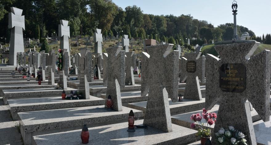 Lviv, cementerio en el que se homenajea a veteranos de OUN, UPA allí enterrados.