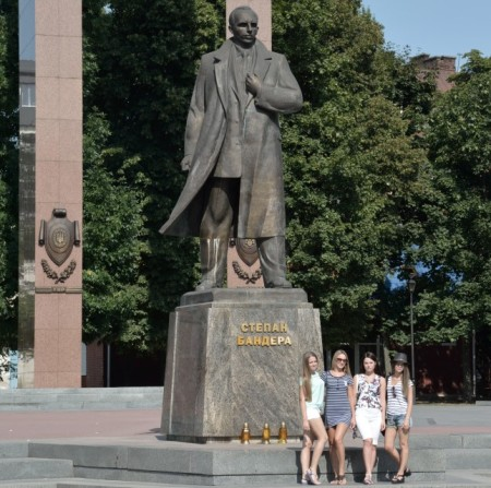 Monumento a Stepan Bandera. Lviv, Ucrania. Agosto de 2015.