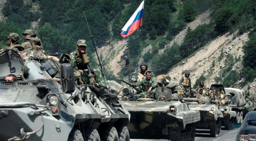 Tropas rusas camino a Osetia del Sur en 2008