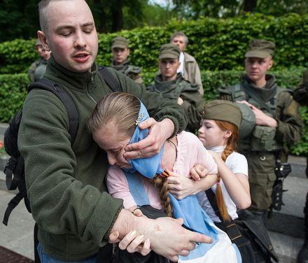 9 de mayo de 2016, un joven que vestía una camiseta de las Waffen SS agrede a una niña para arrebatarle el lazo de San Jorge que llevaba