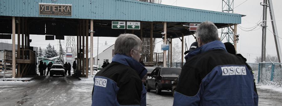 Una misión policial en la frontera entre la RPD/RPL y Rusia, la obsesión de Poroshenko. En la imagen, observadores de la OSCE en la frontera de Uspenka, el pasado invierno