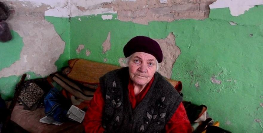 La residente de más edad del sótano del antiguo colegio número 75.