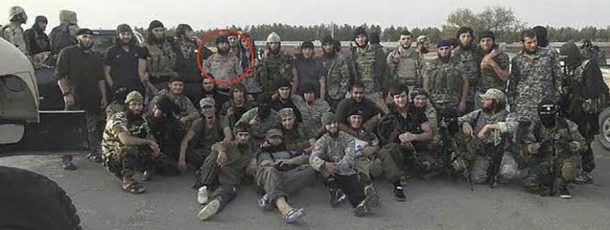Chataev, marcado con un círculo. Restos del Batallón Al Badr tras los combates de primeros de 2015.