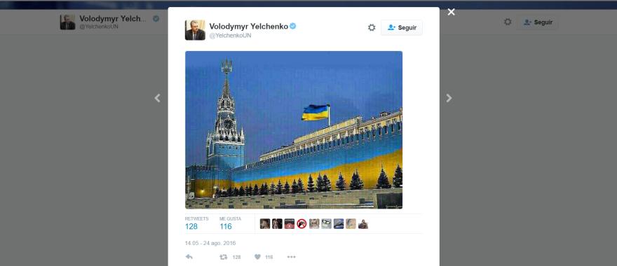 El Kremlin vestido con los colores ucranianos. Imagen publicada por el Representante Permanente de Ucrania (en estos momentos miembro del Consejo de Seguridad) para celebrar el día de la independencia.