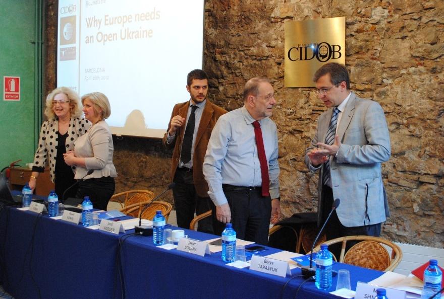 """Javier Solana y Oleksandr Sushko en el acto """"Why Europe needs an Open Ukraine""""[¿Por qué Europa necesita una Ucrania Abierta], Barcelona, 2012"""