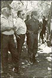 John Singlaub con la Contra en 1985