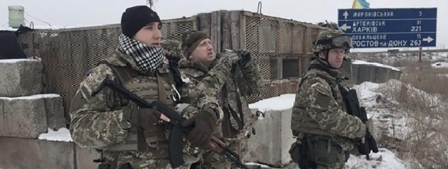 Turchinov en la zona de Debaltsevo durante la última ofensiva.