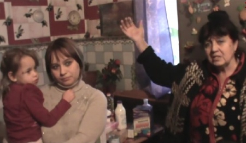 Lyudmila e Irina con una de sus hijas