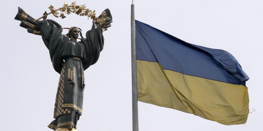 ukraine_flag_statue001
